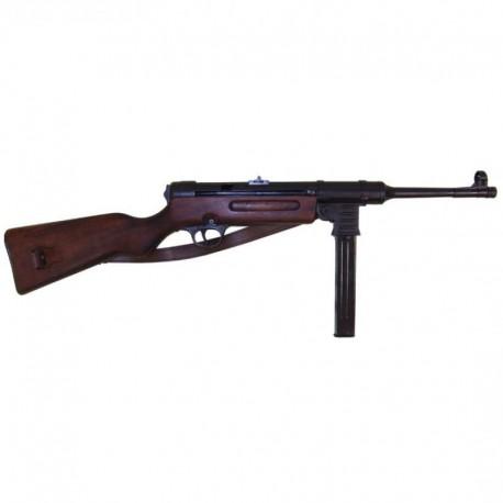 MP41 sub-machine gun, 9mm, Germany 1940 (World War II). With lea